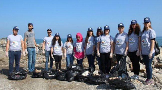 Üniversite öğrencileri sahil temizliği yaptı