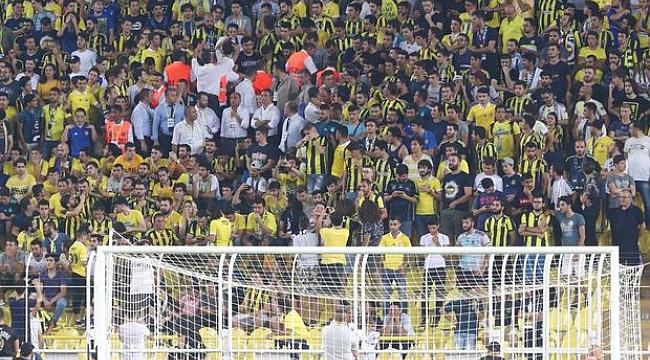 Fenerbahçe Başkanı Ali Koç, Cagliari maçının ilk yarısını öğrencilerle izledi
