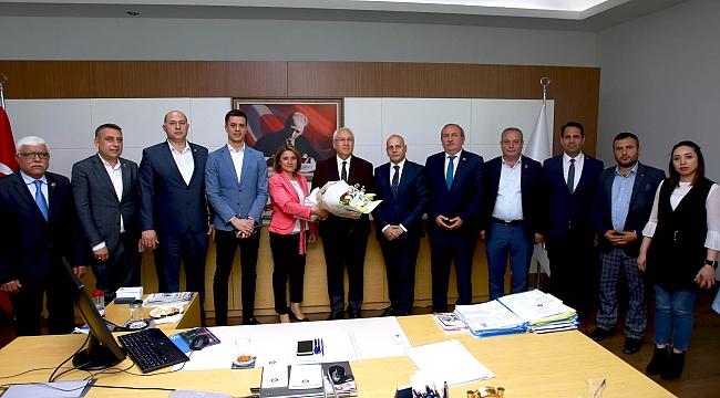 AK Parti Karabağlar Meclis Üyelerinden Başkan Selvitopu'na hayırlı olsun ziyareti