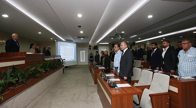 Karabağlar Belediye Meclisi'nde şehit askerlerimize saygı duruşu