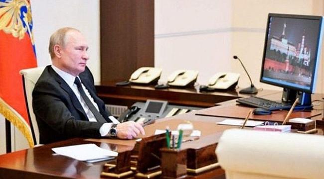 Dünya Putin'in fotoğrafındaki ayrıntıyı konuşuyor… Herkes bıraktı o kullanıyor