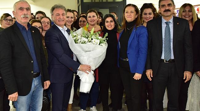 Bornovalı öğretmenlerin sevinç gözyaşları