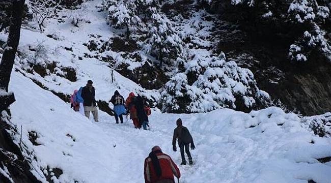 Pakistan'da yoğun kar yağışı sebebiyle ölenlerin sayısı 95'e çıktı