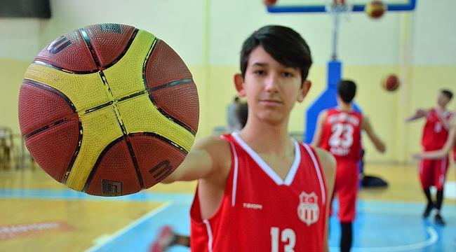 Geleceğin basketçileri Torbalı'da yetişiyor
