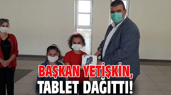 Başkan Yetişkin, tablet dağıttı!